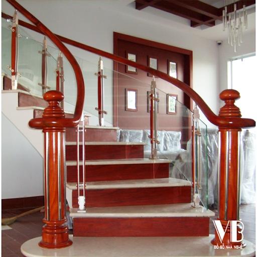 Mẫu cầu thang gỗ đỏ đẹp hiện nay - Hình 2