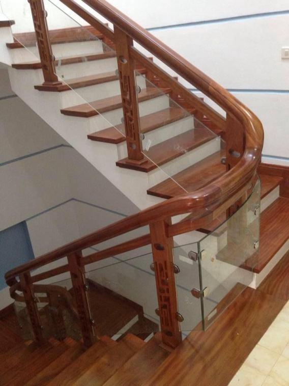Mẫu cầu thang gỗ nam phi đẹp hiện nay - Hình 1