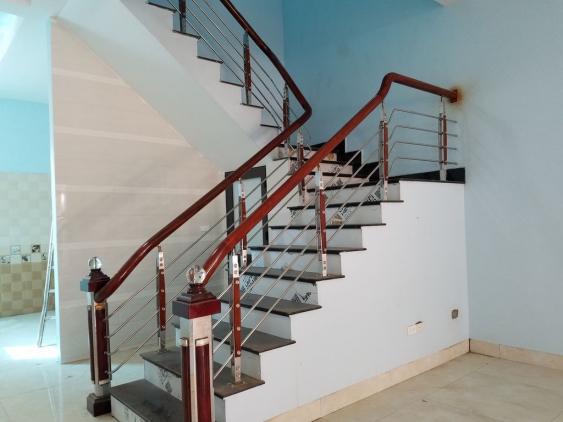 Tìm kiếm mẫu cầu thang inox tay vịn bằng đẹp nhất năm - Hình 1