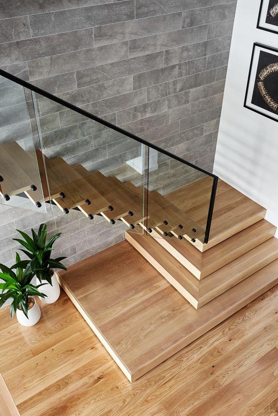 Mẫu thiết kế cầu thang kính cường lực đẹp hiện đại - Hình 1