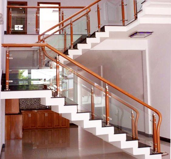 Mẫu thiết kế cầu thang kính gỗ đẹp hiện đại - Hình 1