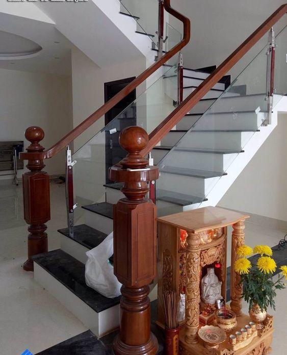 Mẫu thiết kế cầu thang kính gỗ đẹp hiện đại - Hình 2