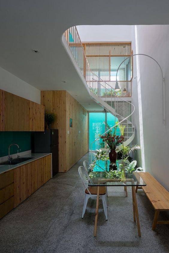 Thiết kế cầu thang xoắn bằng inox đẹp nhất hiện nay - Mẫu 1
