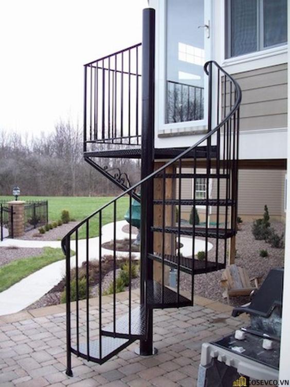 Thiết kế cầu thang xoắn ngoài trời đẹp nhất hiện nay - Mẫu 1