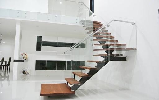 Giới thiệu cầu thang xương cá kính đẹp xu hướng hiện đại - Mẫu 1