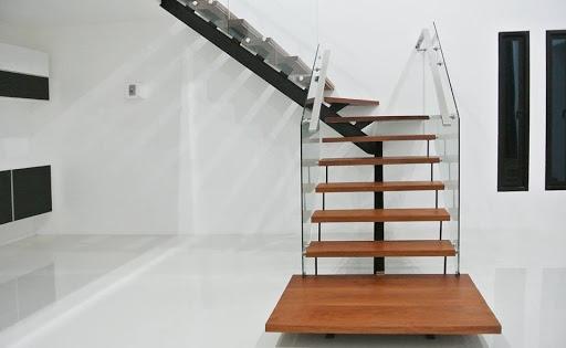 Giới thiệu cầu thang xương cá kính đẹp xu hướng hiện đại - Mẫu 2