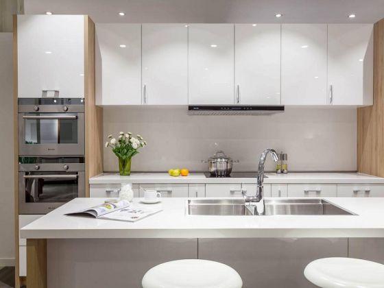 Mẫu tủ bếp acrylic màu trắng đẹp