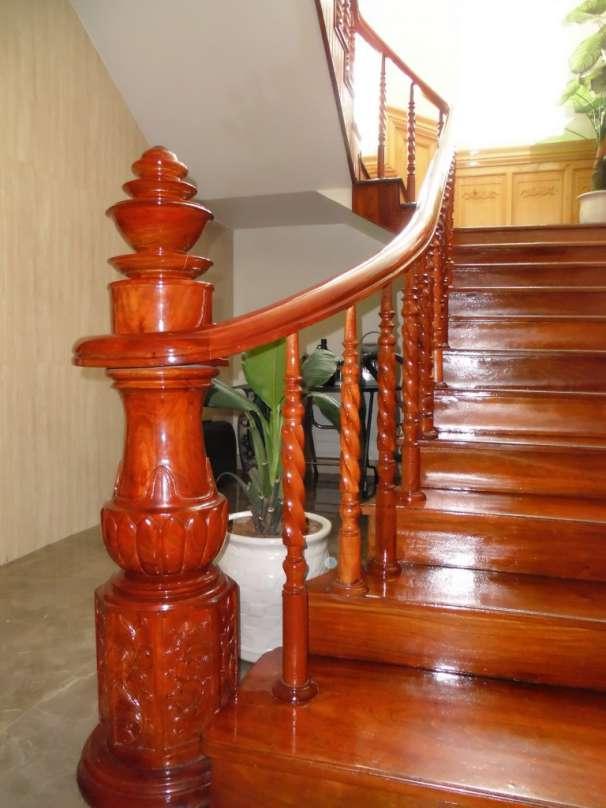 Mẫu trụ cầu thang gỗ tròn đẹp
