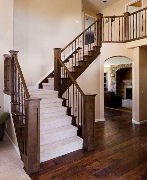 Mẫu trụ cầu thang gỗ vuông đẹp