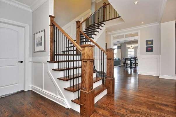 Kiểu trụ cầu thang gỗ vuông