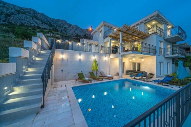 Thiết kế thự nhà vườn hồ bơi ngoài trời hiện đại - Mẫu 2
