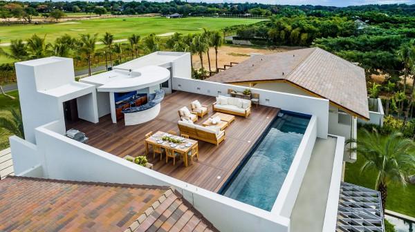 Khung cảnh bể bơi trên sân thượng đẹp